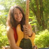 Une bassiste en Jamaïque