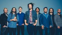 Soja reprend 'So Much Trouble In The World'