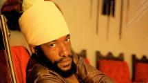 Junior Kelly : artiste insoumis et révolté