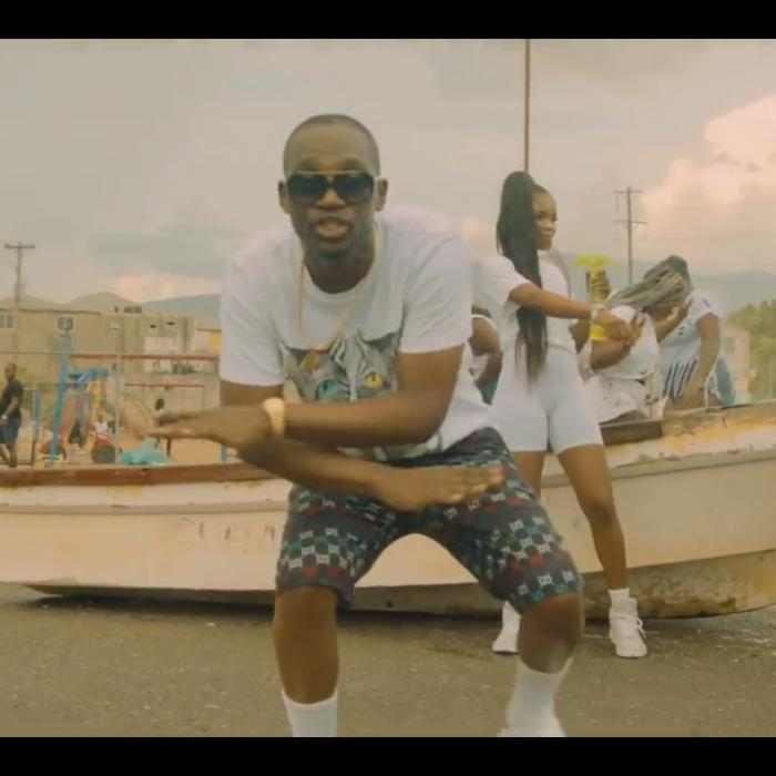 Busy Signal : 'T-Shirt Weather' le clip