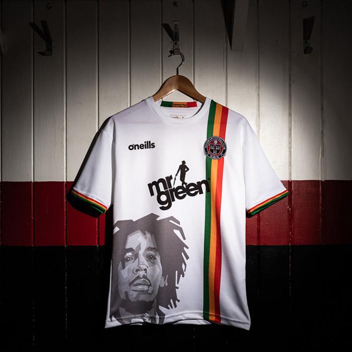 Bob Marley sur un maillot de foot irlandais !