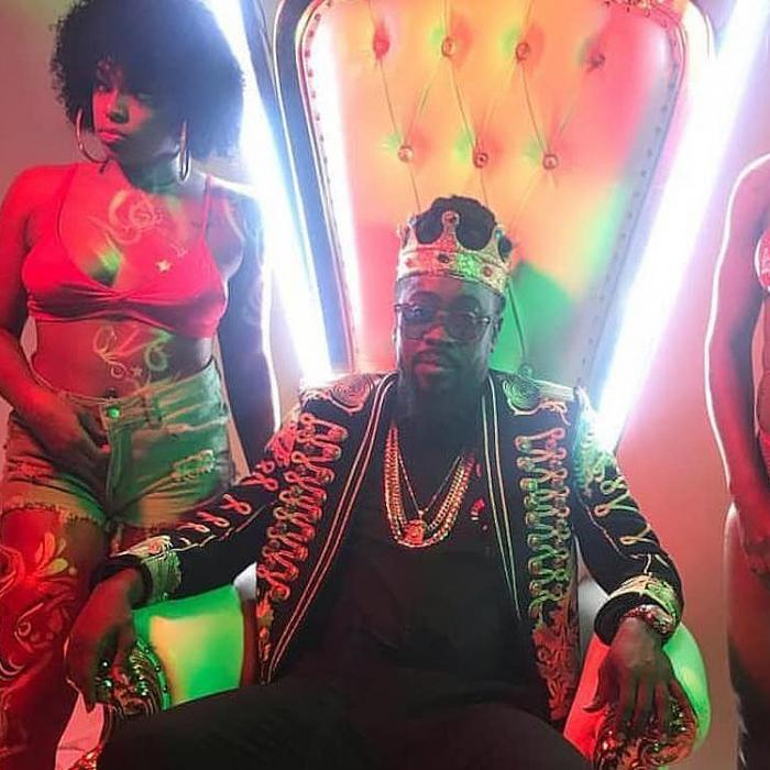 Beenie Man & Jus Chris : 'One King' le clip