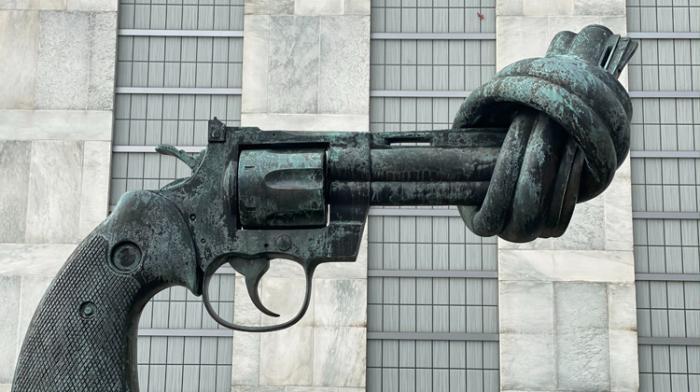 No Logo contre le port d'armes dans les lieux culturels