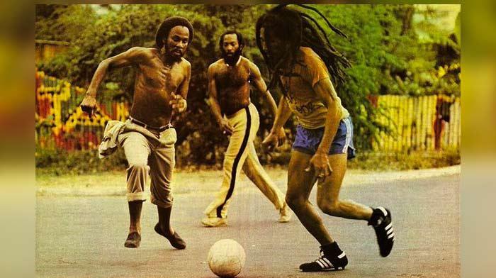 Comment un riddim reggae devient un hymne de football