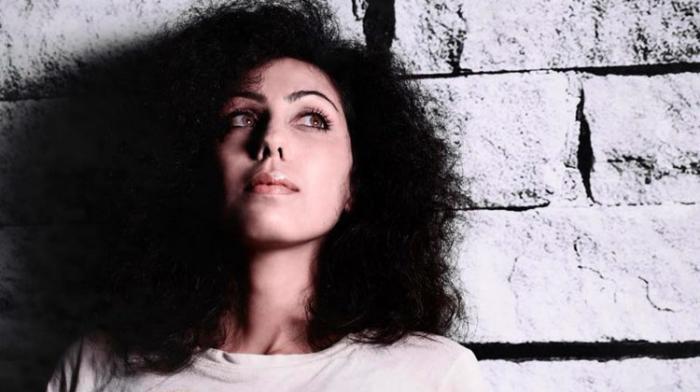 La chanteuse Mirna sur un riddim de Kubix